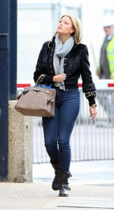 Холли Вэлэнс, фото 808. Holly Valance - Tight Jeans - Dance Studios in London 20-10-2011, foto 808