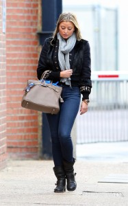 Холли Вэлэнс, фото 807. Holly Valance - Tight Jeans - Dance Studios in London 20-10-2011, foto 807
