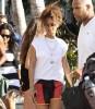 Rihanna quitte son hôtel à Miami. Bfeda5168148548