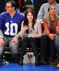 Мишель Трахтенберг, фото 4469. Michelle Trachtenberg at Madison Square Garden, january 21, foto 4469