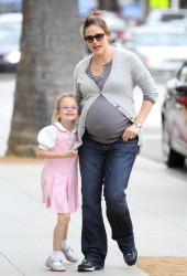 Дженнифер Гарнэр, фото 8405. Jennifer Garner and Violet out for a snack in Santa Monica, february 7, foto 8405
